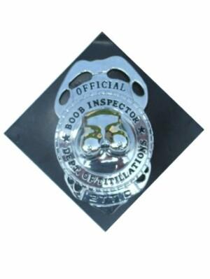 Boob inspector badge met speld
