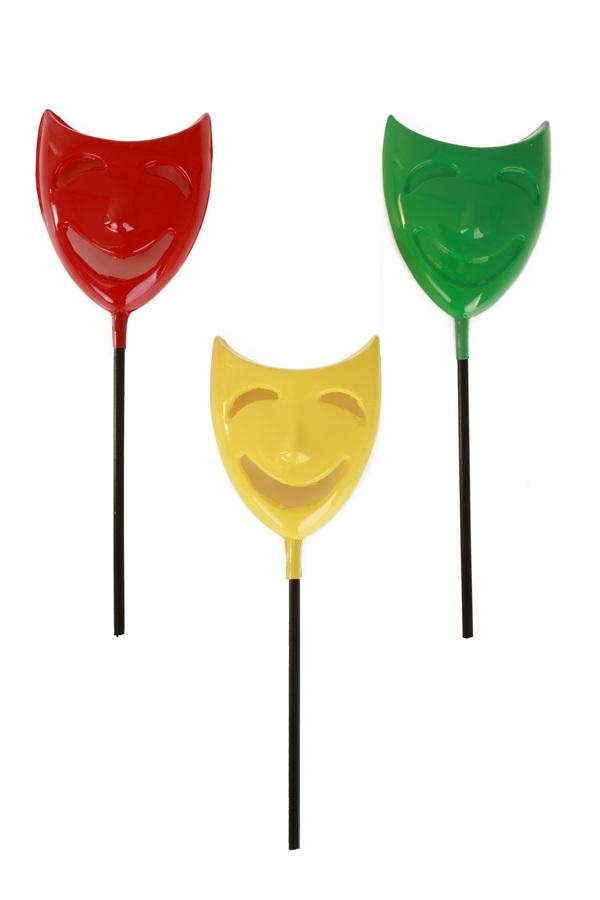 3 x Decoratie maskertjes op stokje rood /geel / groen 12 x 4 cm