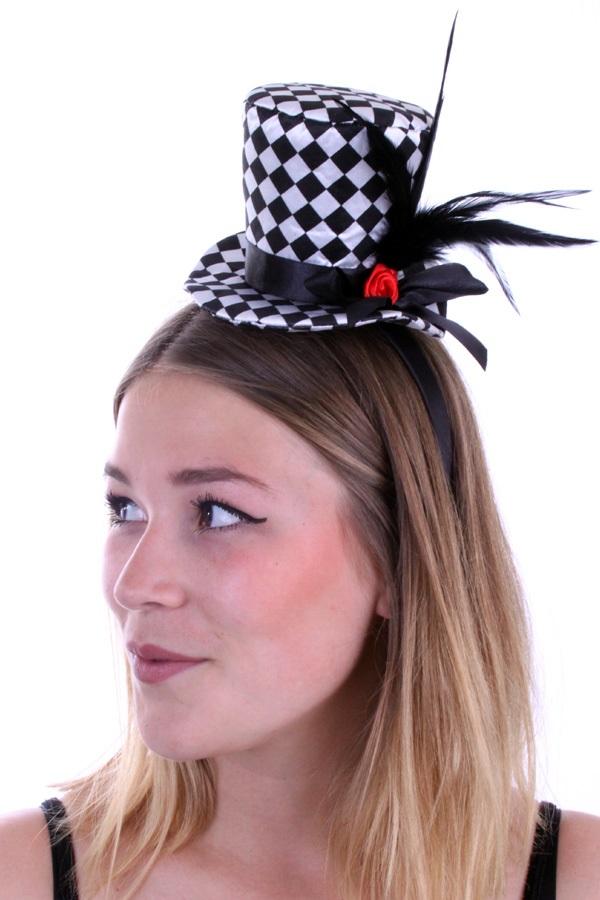 Mini hoedje zwart/wit geblokt met roos en veren 1