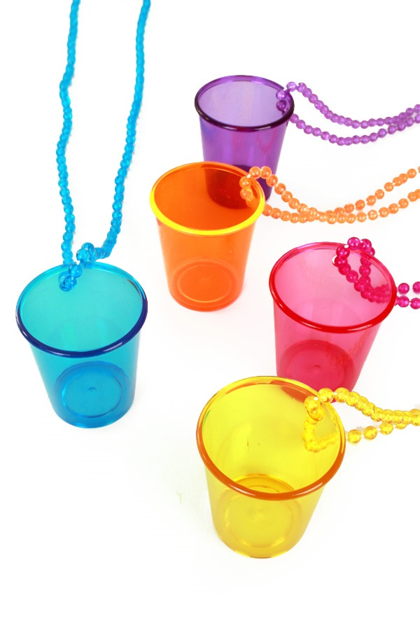 Shotglaasje aan ketting assortie kleuren 1