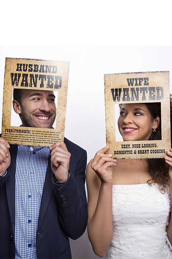 Funny props Husband/Wife Wanted 32×24 cm. 2 st