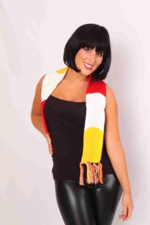 Sjaal gebreid rood/wit/geel 125 x 12 cm