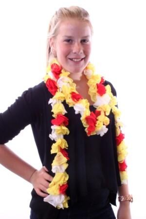 Sjaal met grote schelpjes rood/wit/geel 175 x 6 cm.