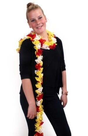 Sjaal met schelpjes rood/wit/geel 175 x 6 cm.