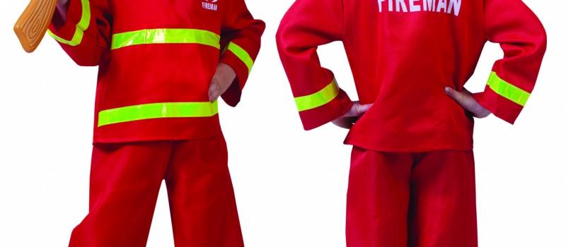kind in carnavalskleding brandweer